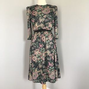Tabby Vintage Floral Romantic Shoulder Pad Dress